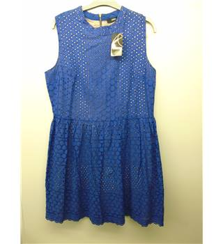 BNWT Oasis - Size: 16 - Blue  Patterned Sleeveless Dress