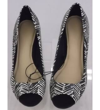 BNWT M&S Marks & Spencer - Black - Heeled shoes