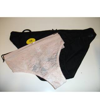Marks & Spencer Nude Lace Thong and Black Cotton Rich Knickers Size 16