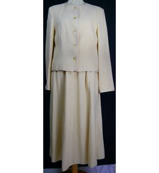 Jaeger Size: 10 Cream / ivory Skirt suit