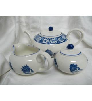 National Trust Teaset Blue White Excellent