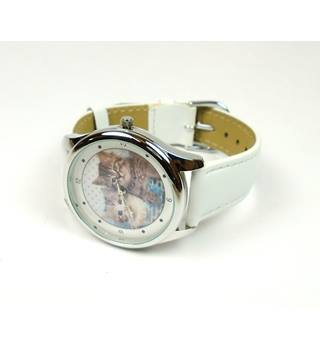 Round face cats white strap watch