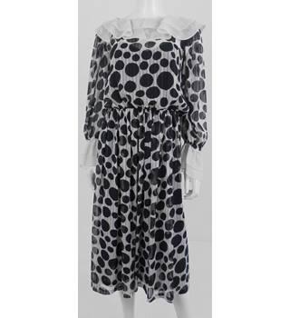 59e14eb2e5614c Fashion Fighting Poverty - Vintage 1970 s - Frank Usher - Size  10 - Black   amp