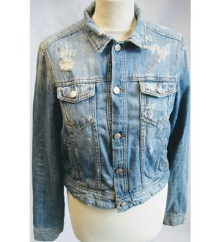 Pull & Bear basic distressed denim trucker jacket EU L Pull & Bear - Size: L - Blue - Denim jacket
