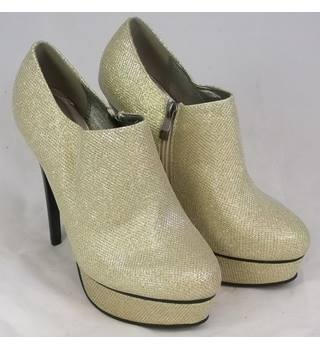 Belle Women - Size: 8 - Gold - Heeled shoes
