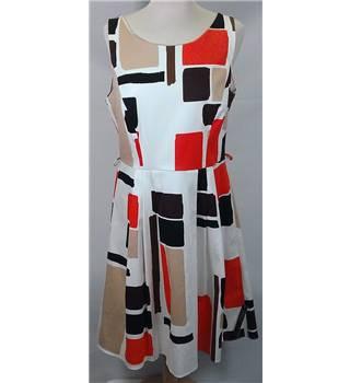 BNWT Principles by  Ben de Lisi size 14  white with orange, brown and black block pattern knee length dress