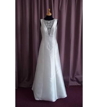 Alan hannah sleeveless wedding dress size 10 oxfam gb for Oxfam wedding dress shop