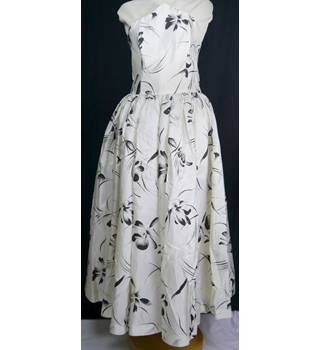 Unbranded Size: 8 White/Black Evening Dress