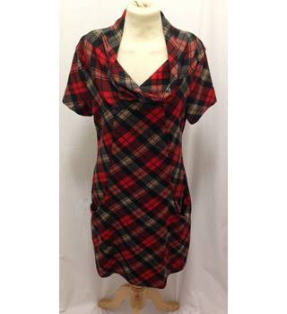Ladies Medium size Semi fitted Tunic top