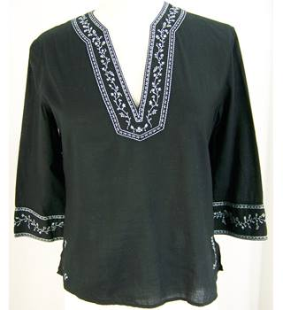 Gap - Size: S - Black fine cotton top with embroidery
