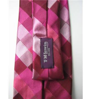 "T M Lewin Size 3"" Width Shades of Pink in a Diamond Pattern Silk Tie"