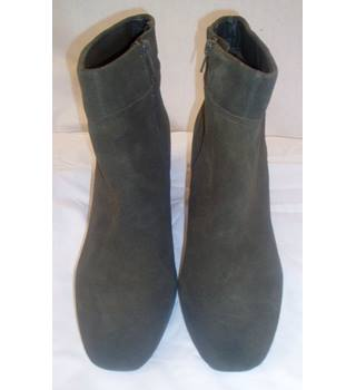 New without tags  Foot glove  Size 7  Forest green suede ankle boots with zip fastenings