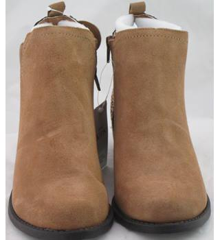 NWOT M&S Kids, size 6/39.5 tan suede and glitter ankle boots