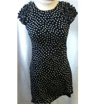 French Connection - Size: 8 - Black with Cream Coloured Pattern Dress