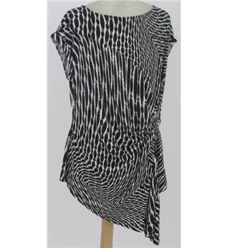 BNWT Debenhams Size:18 black & white tunic top