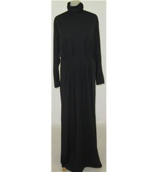 Size: M black long-sleeved evening dress