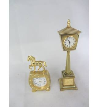 Brass Horse and horseshoe mini clock Mini Streetlight clock Excellent condition