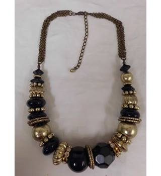 Black and gold necklace. Unbranded - Size: Medium - Black - Necklace