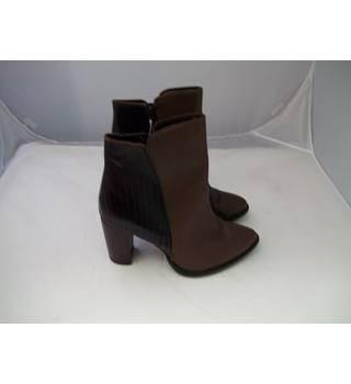 BNWT Next Two Tone Brown Size 7 Heeled Ankle Boots