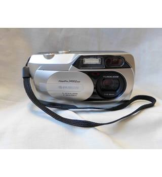 Fujifilm FinePix 2400 Zoom Digital camera (in original packaging)