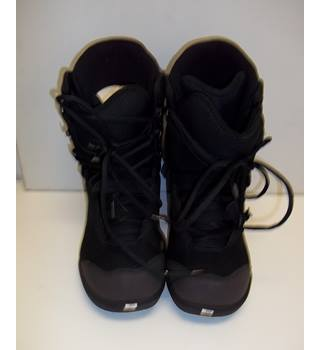 As New Elan Snowboards - Size: 10 - Black Snowboard Boots