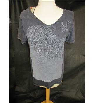 BNWT Blend Size Small Charcoal Grey Patterned T-Shirt