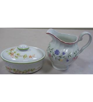 Two non matching jug and box with lid