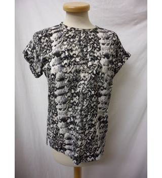 Reiss - Size: 8 - Black & white - Short sleeved top
