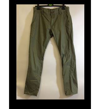 Levis size 33 x 32 Green Trousers