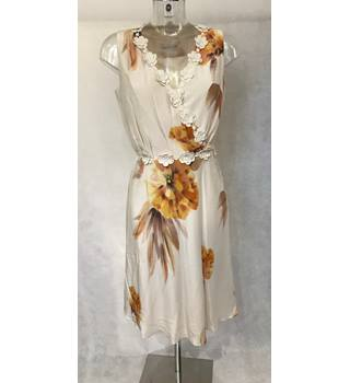 BNWT Damsel in a Dress Size 12 - Cream with Orange Floral Sleeveless Silk Dress