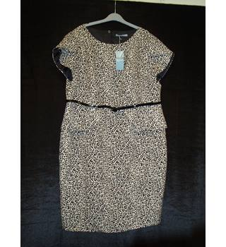 NWOT  M & S Woman Size 22 Beige and black tailored leopard print with peplum knee length dress