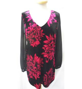 BNWT M&Co - Size: 12 - Black with cerise flower pattern top