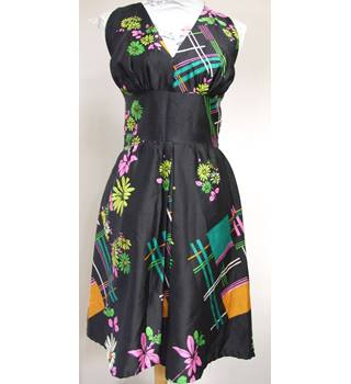 Stand-out little Black with colourful detailed print 50's-style dress by Kohlhaas - Size: M - Black - Cocktail dress