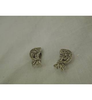 Marquesite Clip on Earrings Unbranded - Size: Small - Metallics