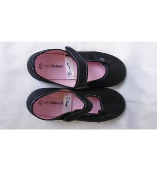 NWOT GIRLS UK 4 BLACK PUMPS WITH FLOWER MOTIF M&S Marks & Spencer - Multi-coloured - Flat shoes