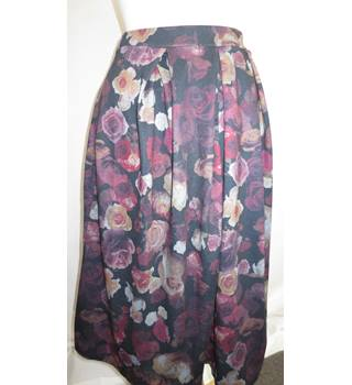 BooHoo Brand new skirt size 8 BooHoo - Size: 8 - Multi-coloured - Long skirt