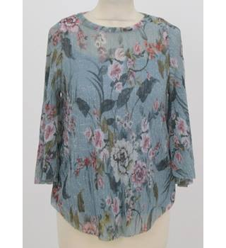 NWOT: M&S Size 8: Blue floral mix top with attached cami