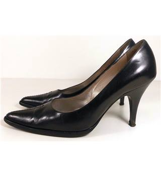 Giorgio Armani Size: 5.5/38.5 Black Leather Court Shoes