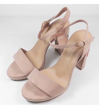 Marks & Spencer Beige Faux Suede Block Heeled Sandals Size 5 Wider Fit