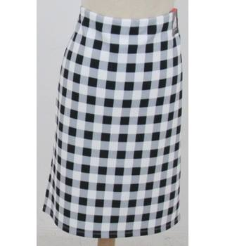 NWOT: M&S Collection: Size 12:  Ivory, black & grey check pencil skirt