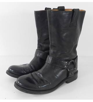 Kenneth Cole  Size: 9  Black  Leather Boots