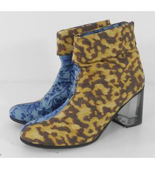 b store - Size: 4  Multi-coloured Designer Ankle Boots