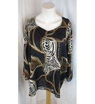 EXCLUSIVE BLACK AND GOLD TOP, SIZE 46 (18) Exclusive - Size: 18 - Black