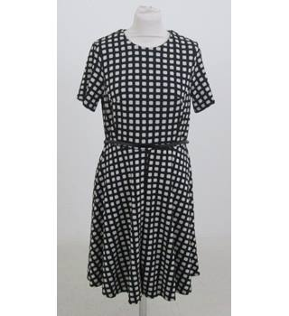 Dorothy Perkins - Size: 14 - Black and cream patterned dresss