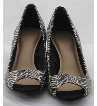 NWOT M&S Collection, size 4 black & white zebra print open toe courts