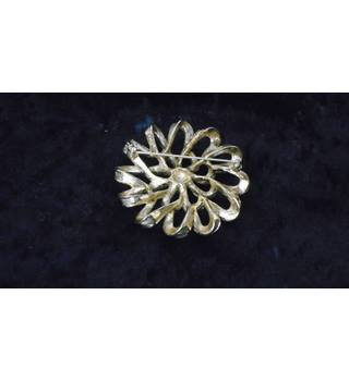 SARAH COVENTRY LARGE GOLD-COLOURED BROOCH Sarah Coventry - Size: Large - Metallics