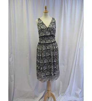 M&S Marks & Spencer - Size: 18 - Black and cream - Dress
