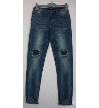 "BooHoo (Man)  Size: M, 32"" W, 30"" L, skinny fit  Mid Blue Mid Wash Casual/Work Cotton ""Rip & Repair"" Tapered Leg  Jeans"