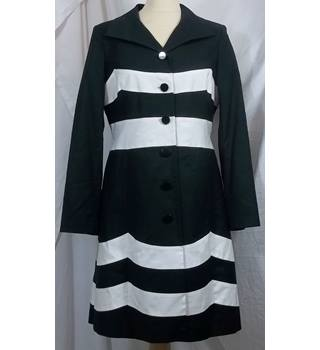BNWT Planet-Size 10-Black and White-Coat.