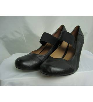 'Long Tall Sally' Black Leather Shoes - size 11